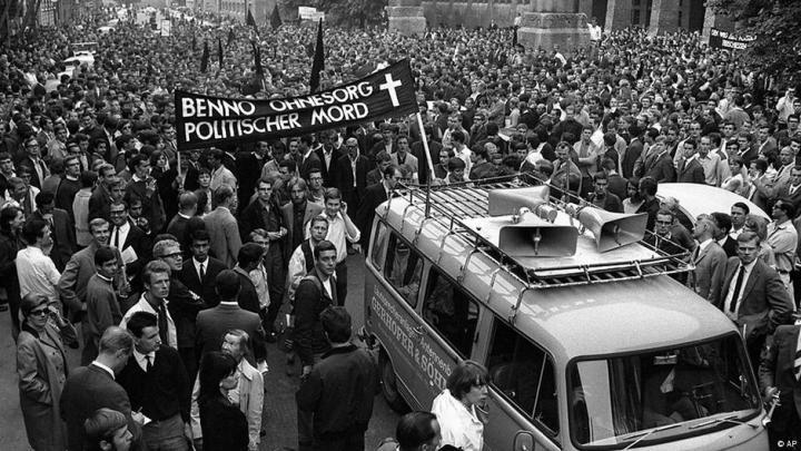 Trois jours après la mort de Benno Ohnesorg, des étudiants manifestaient à Munich
